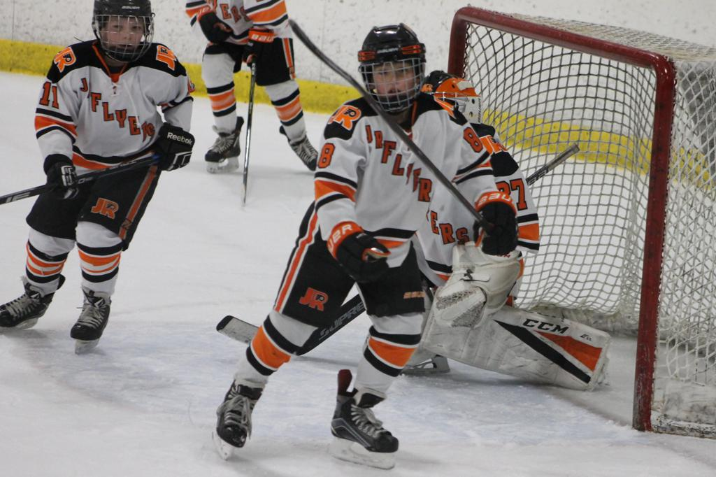 Squirt Majors roar back to win 4 – 3 against Jr. Titans