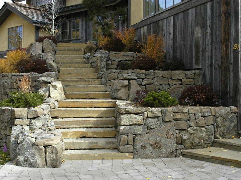 Mississauga Retaining Walls by Brock's Landscape - 905.822.3131
