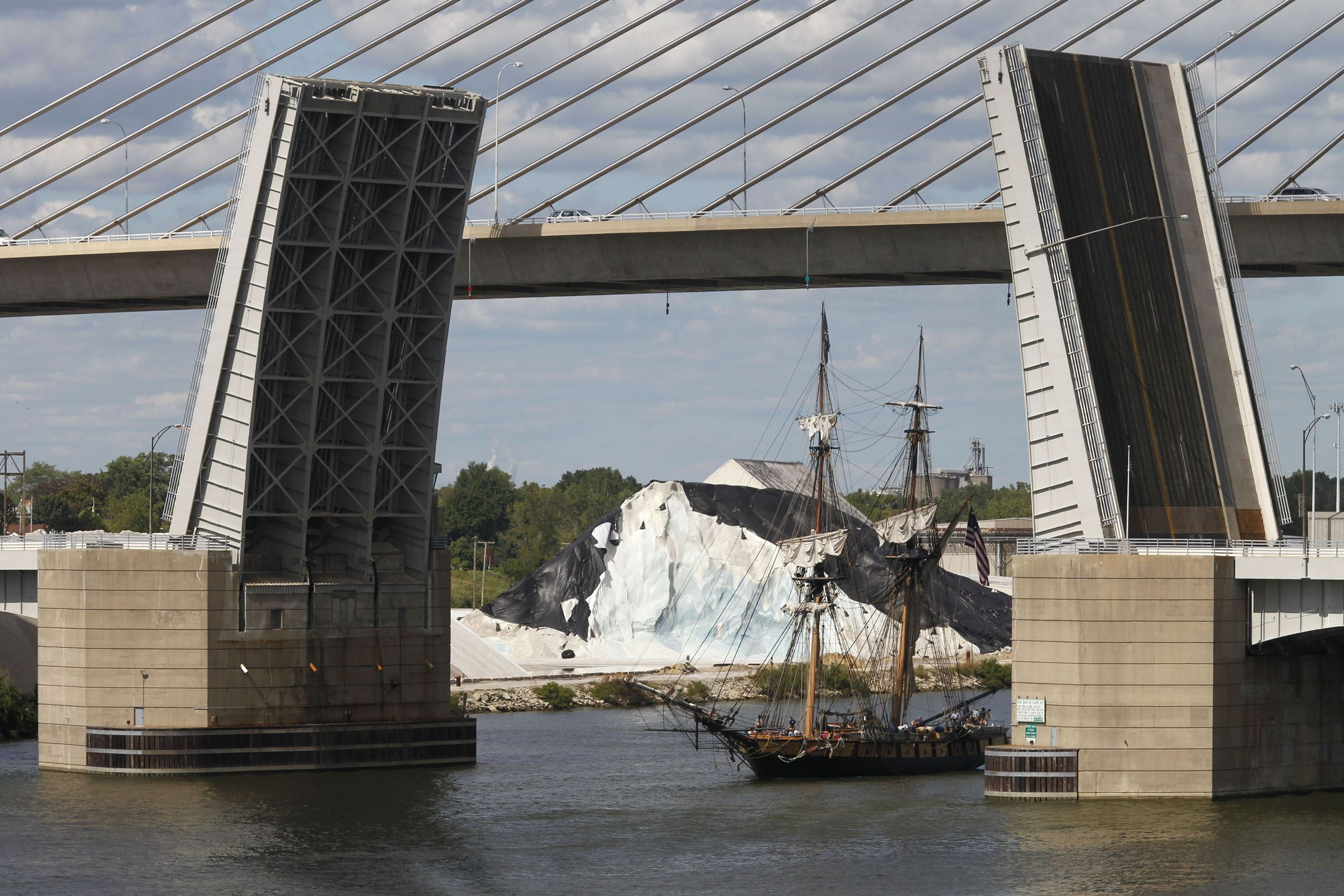 Haircut Coupons Toledo Ohio - The u s brig niagara arrives to the national museum of great lakes in toledo ohio the blade lori king