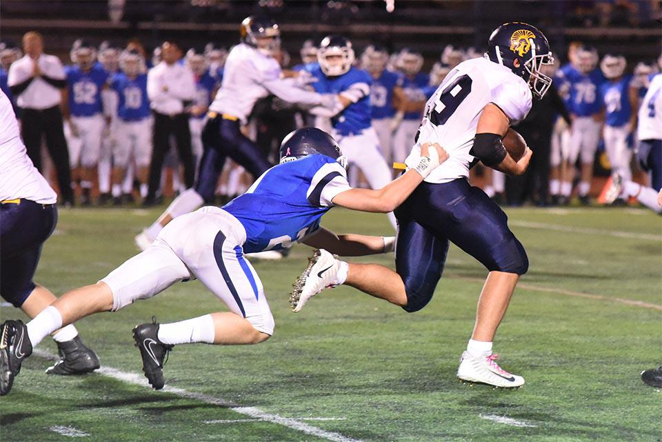 Zephyr Jack Bjork lead his team with 74 rushing yards in the first half. Photo by Kelly McGinley, SportsEngine