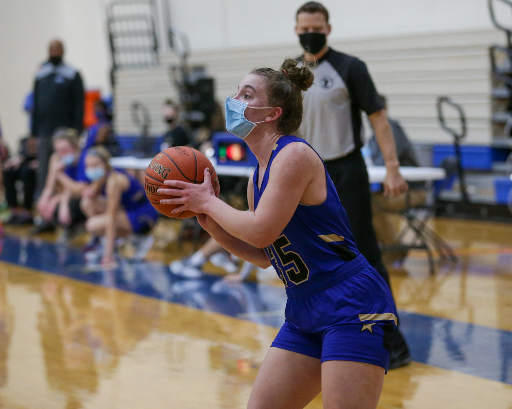 Holy Angels' Jenna Buer (35) spots up for a three-point attempt against DeLaSalle Friday night. Buer had 16 points in the Stars' 96-69 victory over the Islanders in Richfield. Photo by Jeff Lawler, SportsEngine