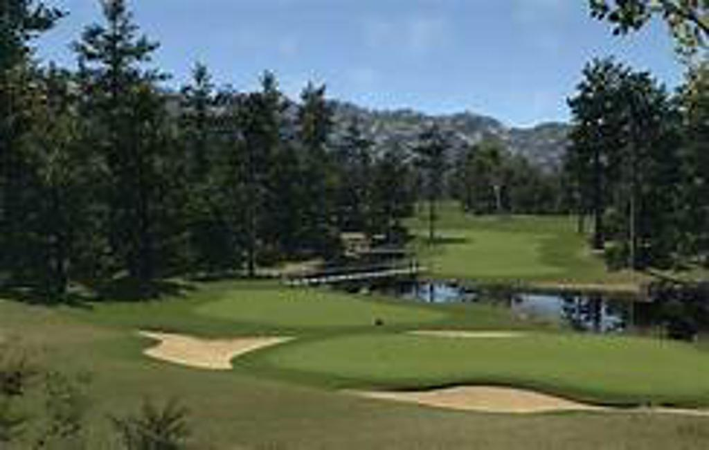 Play virtual replicas of multiple famous courses