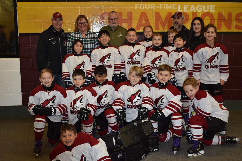 Coyotes pose with the Mayor of Hoffman Estates before a game