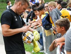 MNUFC Player Signs Ball